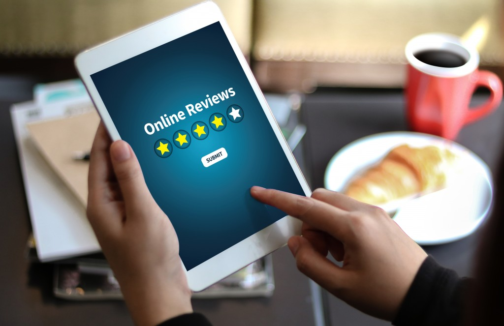 Customer publishing an online review