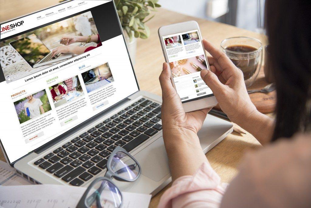 woman doing an online shopping