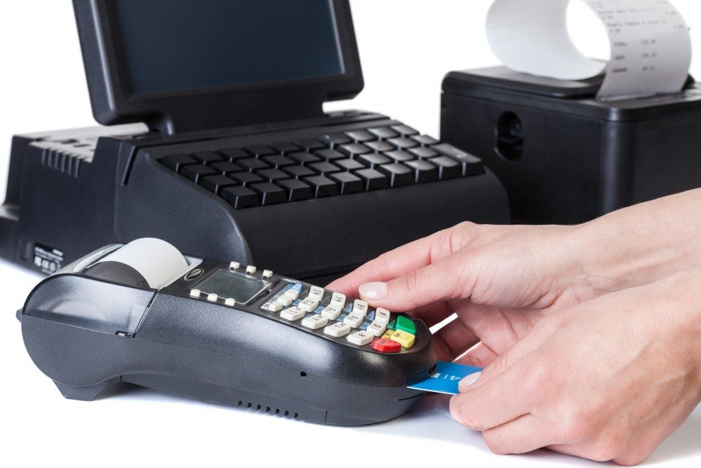 Inserting credit card on POS device