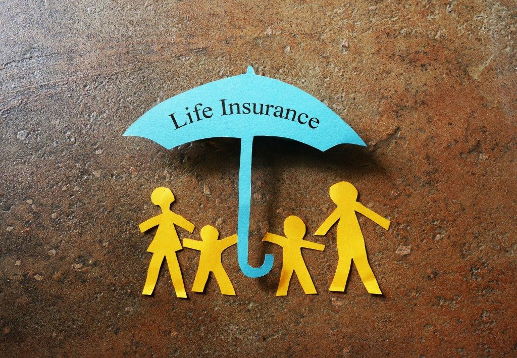 Life insurance umbrella over family