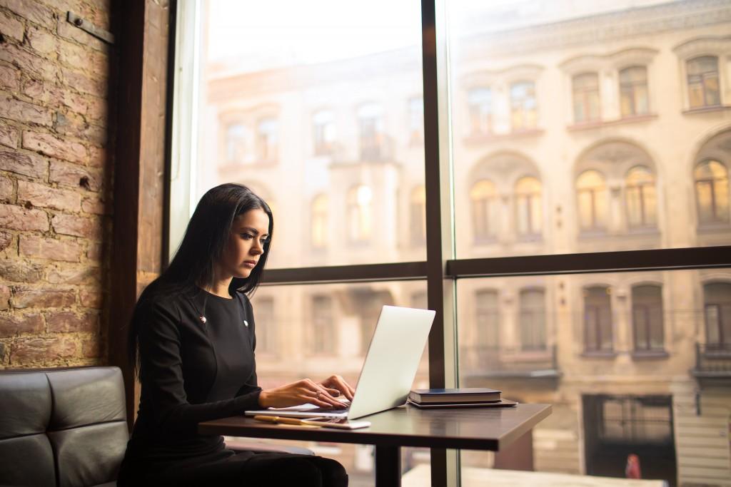 woman working in a coffeeshop