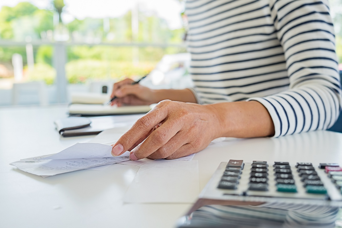 woman tracking her expenses