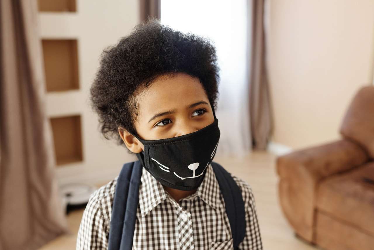 kid using face mask